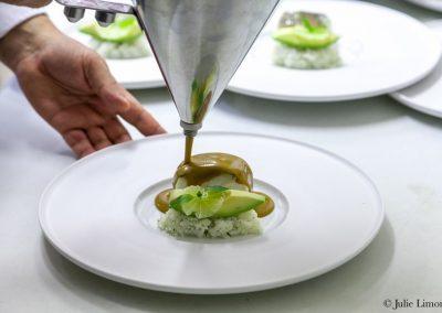 Cabillaud d'Alaska, curry et riz japonais au basilic, avocat bio