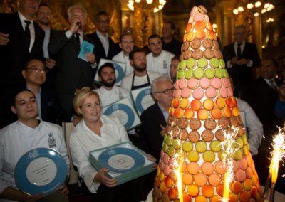Pièce montée par Pierre Hermé pour les 30 ans du Guide Gourmand Pudlo Paris 2020