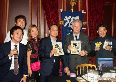 Junko, Monsieur Higuchi (Ministre Directeur, Service communication et culture de l'ambassade du Japon) et Gilles Pudlowski