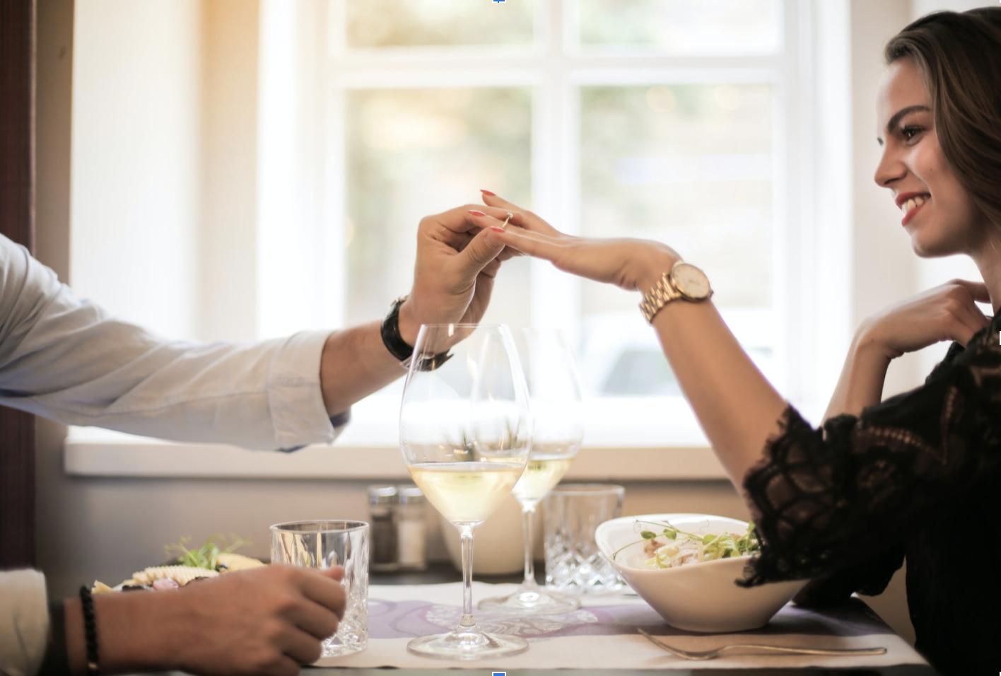 Déjeuner ou dîner romantique avec un chef cuisinier étoilé à domicile