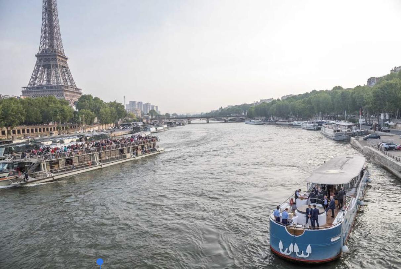 Yacht Joséphine / Yach face à la tour eiffel / Yacht Paris / Péniche Paris
