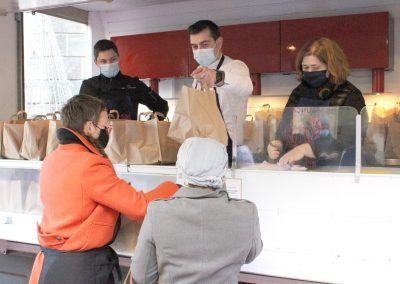 Distribution de paniers repas